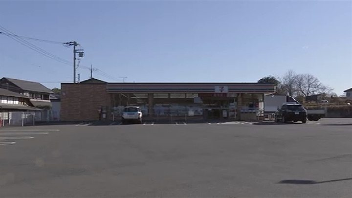 Gunma police arrested an employee at a pachinko parlor in the robbery of a convenience store in Annaka City