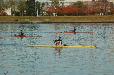 Hiroshi Mitome coached students at schools in Aga (Niigata Prefecture Rowing Association)