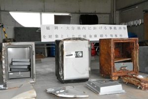 The suspects stole 5.3 million yen safes inside the offices of a construction company