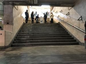 駅入口からきっぷ売り場までの階段