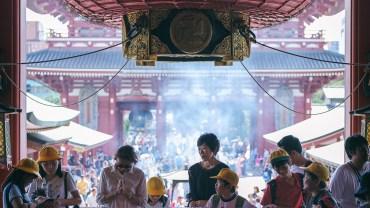 Praying in Senso-Ji