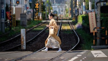 Everyday Japan: crossing the tracks
