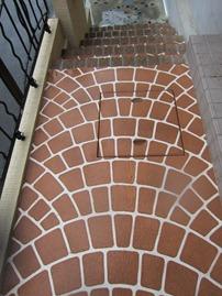 エクステリアリフォームで通路の階段を作る