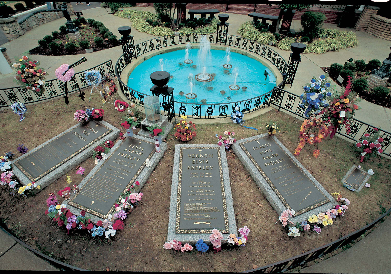 https://i2.wp.com/www.toledoblade.com/image/2011/08/15/Graceland-graves.JPG