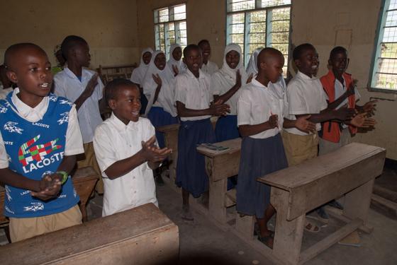 Schülerinnen und Schüler des ältesten Jahrgangs an der Grundschule in Toloha
