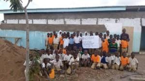 Die Schülerinnen und Schüler der Primary School in Toloha bedanken sich für das neu errichtete Sanitärgebäude