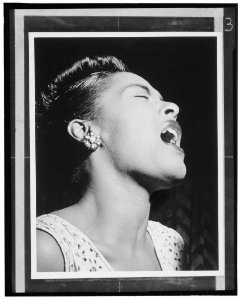 Retrato de Billie Holiday, Downbeat, New York, N.Y., ca. Feb. 1947. Fotografía por William P. Gottlieb.