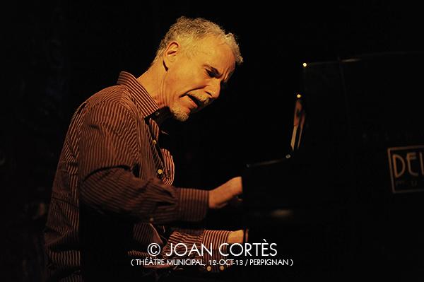 07_MARC COPLAND -John Abrecrombie 4t- (©Joan Cortès)_11oct13_25Jazzèbre_TMunicipal_Perpinyà