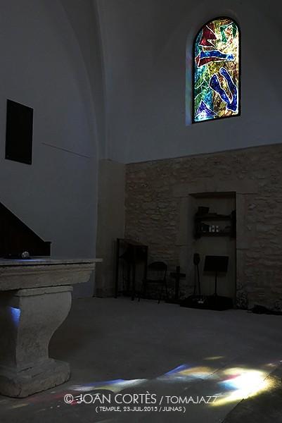 10_Altar i u vitrall (©Joan Cortès)_3agol15_Moià