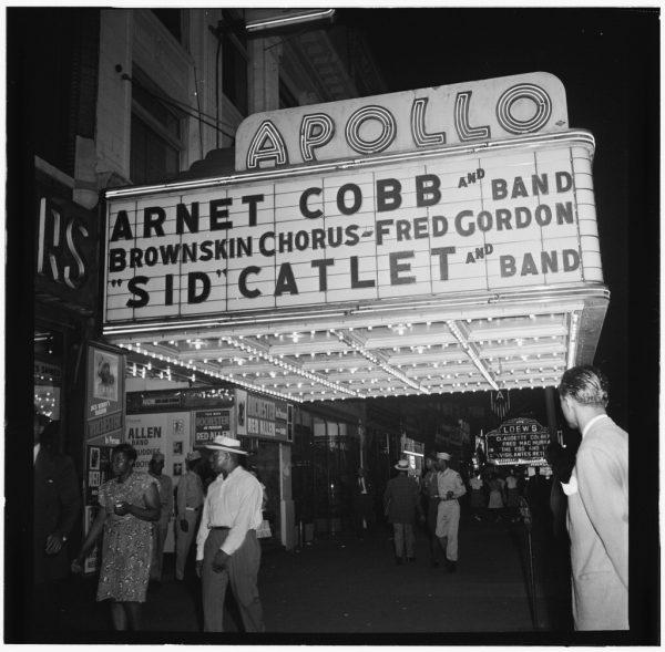 Fotografía del Apollo Theatre, Nueva York, tomada entre 1946 y 1948 por William P Gottlieb.
