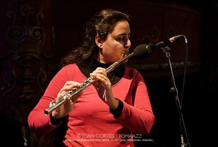 "INSTANTZZ: Naïssam Jalal & Rhythms of Resistance, ""Un Autre Monde"" (32ème Festival Jazzèbre / Teatre Municipal Jordi Pere Cerdà, Perpignan -France-.  2020-10-17) [Galería fotográfica AKA Fotoblog de jazz, impro… y algo más] Por Joan Cortès"