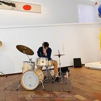 "INSTANTZZ: Ivo Sans ""Standing and Sitting"" -jornada laboral de 7 hores d'Ivo Sans- (Sampler Sèries l'Auditori / Fundació Joan Miró -sala 12- , Barcelona.  2021-03-20) [Galería fotográfica AKA Fotoblog de jazz, impro… y algo más] Por Joan Cortès."