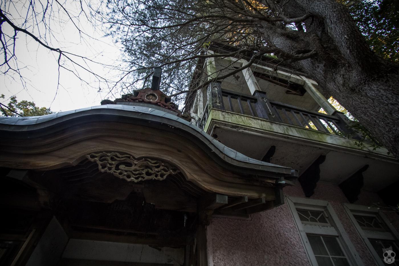 The Forgotten Red Villas  赤別荘
