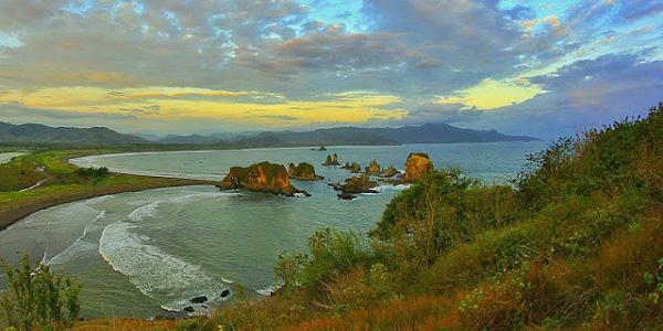 wisata pantai jogja terindah Wisata Teluk Love Wisata Pantai Terindah Di Jember Tomi Purba
