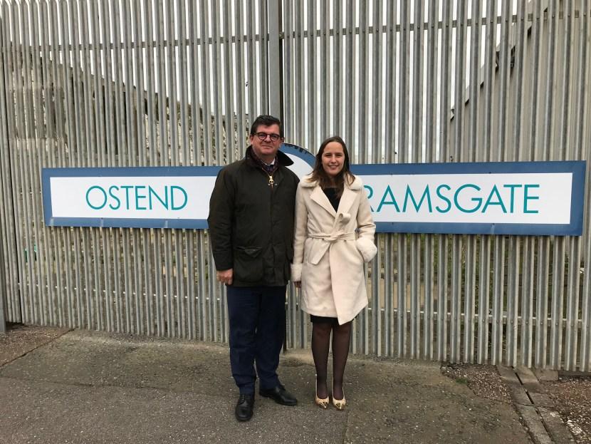 Burgemeester Bart Tommelein en Schepen Charlotte Verkeyn vragen garanties aan ferrymaatschappij