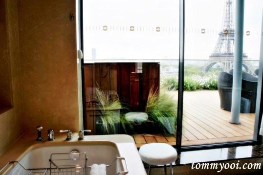 La Suite Shangri La Bathroom