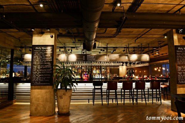 Scarlett Wine Bar & Restaurant, Pullman Bangkok G Hotel
