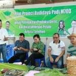 DPP HKTI Sulut Menyerahkan Bantuan Bibit Padi M70D
