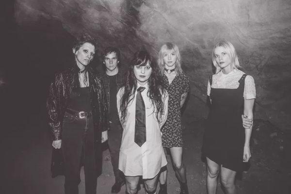death-valley-girls