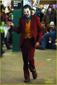 joaquin-phoenix-transforms-into-the-joker-filming-riot-scene-12