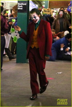 joaquin-phoenix-transforms-into-the-joker-filming-riot-scene-33