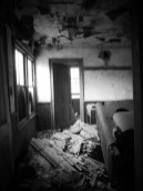 Abandoned-Home-With-An-Unplayed-Piano-4