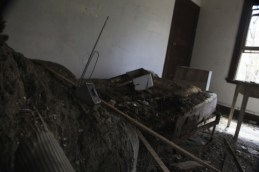 old_lodge_bed-of-decay_5633879220_o_3
