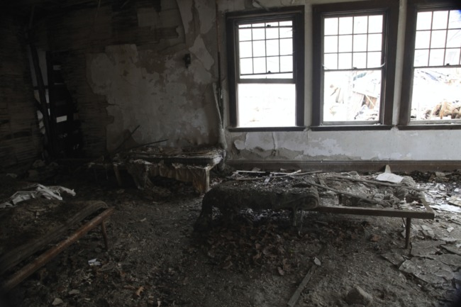 old_lodge_decayed-beds_5633304669_o_11