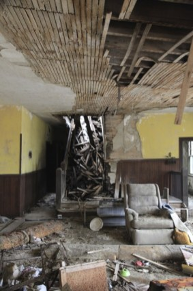 old_lodge_destroyed-stairs_5633791658_o_14