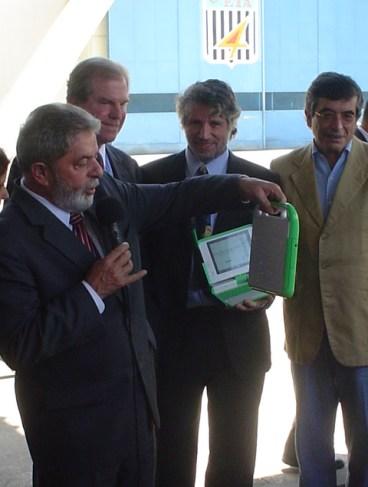Lula e Negroponte con l'Olpc, 24 novembre 2006; foto di Gui Felitti