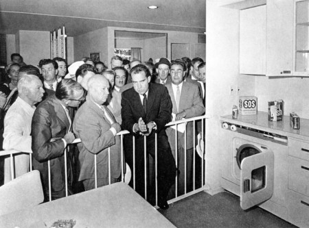 Nixon_Khrushchev_kitchen_debate