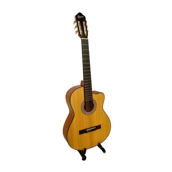 Produktbillede af en klassisk guitar med hvid baggrund