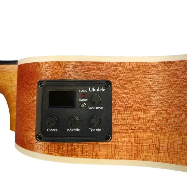 Produktnærbillede af EQ/tuner på en koncert/tenor-ukulele med hvid baggrund