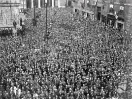 130329_folla in piazza