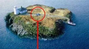 car-on-deserted-island