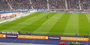 TONERDUMPING zeigt Präsenz bei allen Hertha-Heimspielen im Berliner Olympiastadion.