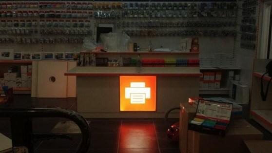 Übrigens: Dem Verkaufstresen ist ein Licht aufgegangen.