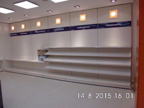 Die rechte Regalseite im neuen Wilmersdorfer-Arcaden-Laden