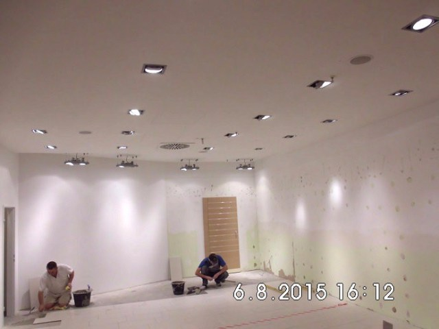 Die Wände sind gestrichen, die Fliesenleger waren am Donnerstag noch am Werk.