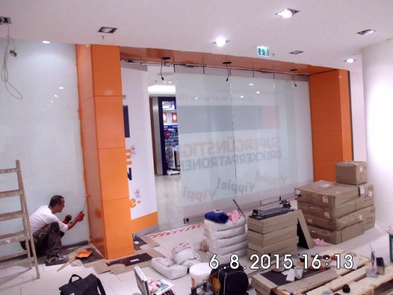 Das Portal wird orange gestrichen.