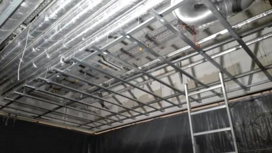 Was hier außer der Sprinkler-Anlage noch fehlt sind Gipskartonplatten und die nötige Beleuchtung.