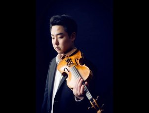 Shuichi Okada au violon