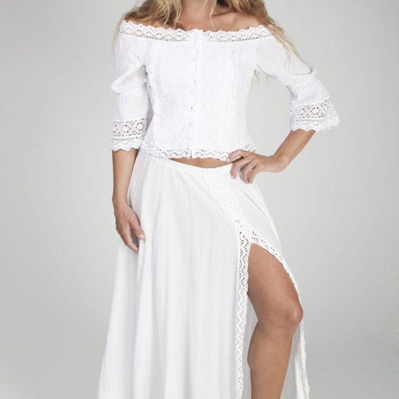 Falda larga compuesta por seis quillas con abertura lateral.