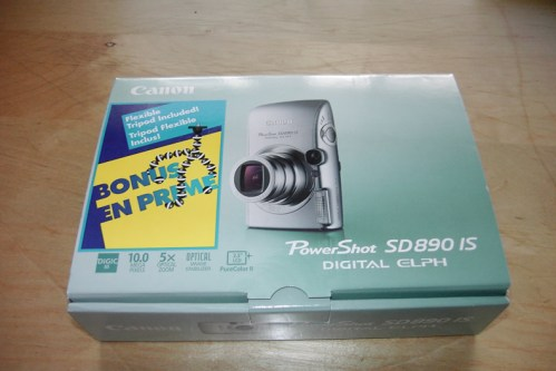 The SD890IS box
