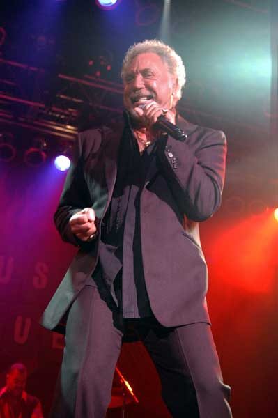Tom Jones to come to Oman