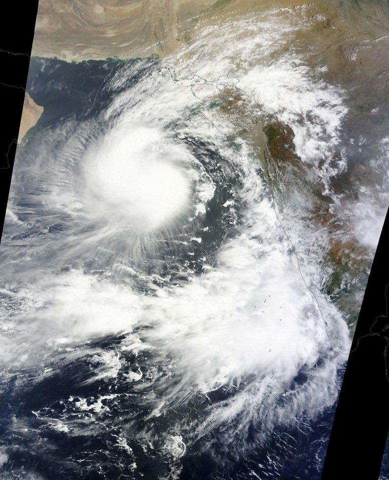 Cyclone Ashobaa off Oman >> Image thanks to NASA