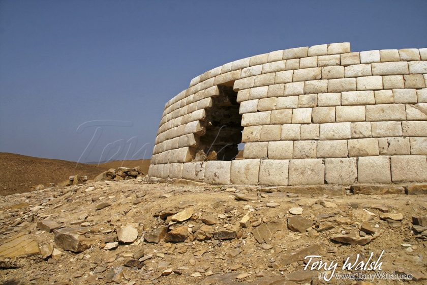 Tomb Bat Ibri