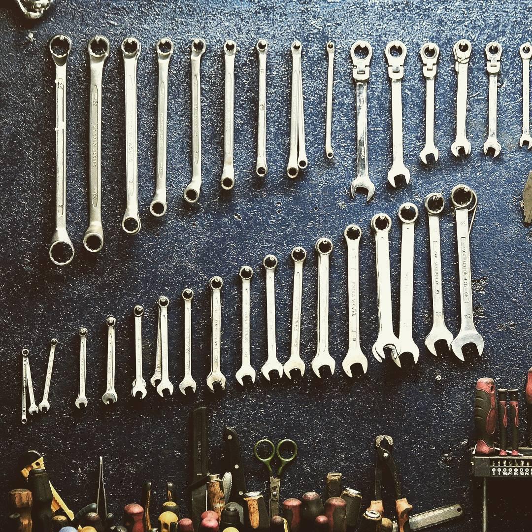 1514966272 - El orden de los factores si afecta al producto. ????? #tools4us #herramientas #herramientastaller #stand #rad #mad #workhard #wow #caferacer #workshop #racing #tools4usracingteam #hardwork
