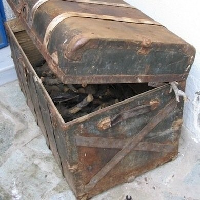 Antique suitcase for firewood storage (1)