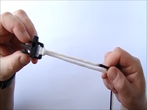 Secure the cord with the buckle making a hitch knot